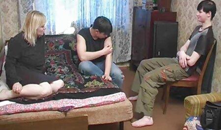 زن جلوی دوربین زانو زد و روی خروس شوهرش عکسهای سکسی متحرک خفن مکید