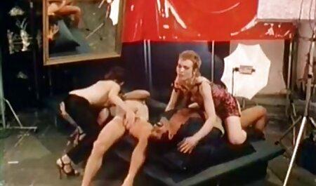 آسیایی با عکس سکسی های خفن جوانان بزرگ خروس مرد را نوازش می کند و او را می کشد