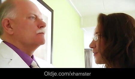 چارلی چیس و ادی جونیپر به مرد جوانی می دهد عکس های سکسی خفن متحرک و از او خودارضایی می کند