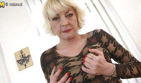 آدمک گربه همسر عکسهای متحرک سکسی خفن بلند خود را روی یک فال ایستاده می کشد