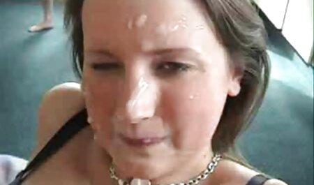زن کامل ماندا را جلوی عکس سکسی جدید خفن دوربین نشان می دهد