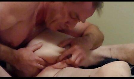 ایزابل یخ خروس بادی را در اتاق فیلم وعکس سکسی خفن نشیمن می خورد
